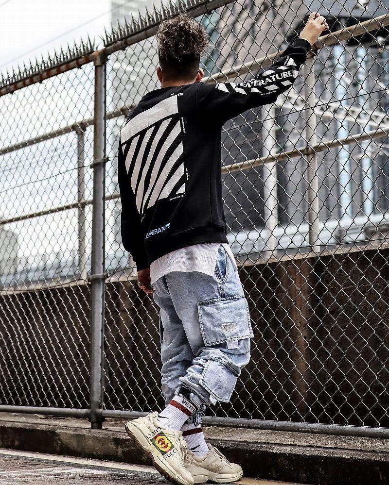 OFF WHITEとデニムカーゴジョガーパンツのスタイル画像